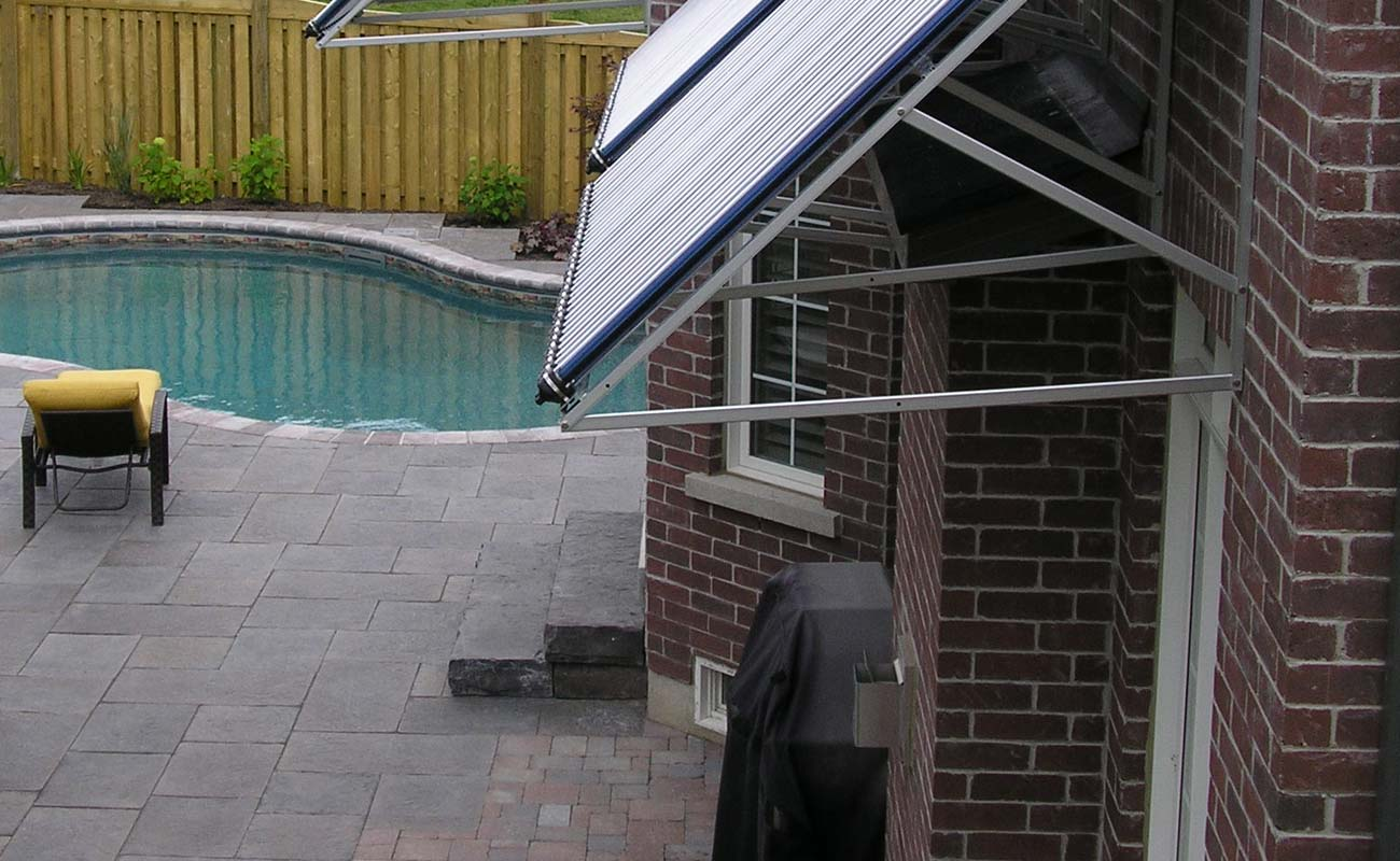 Solar swimming area heated at the back of a house
